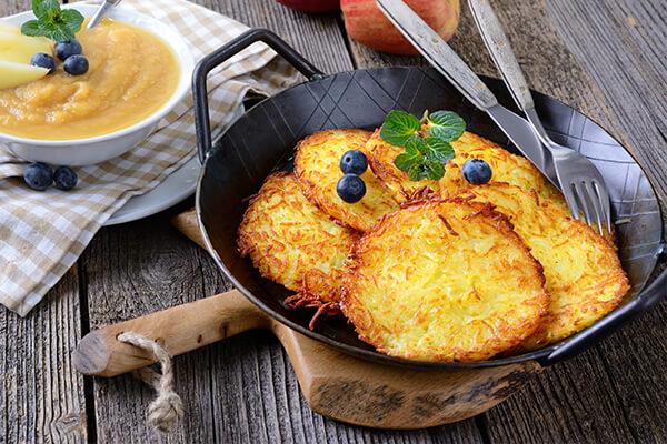 Fränkische Kartoffelpuffer mit Apfelmus