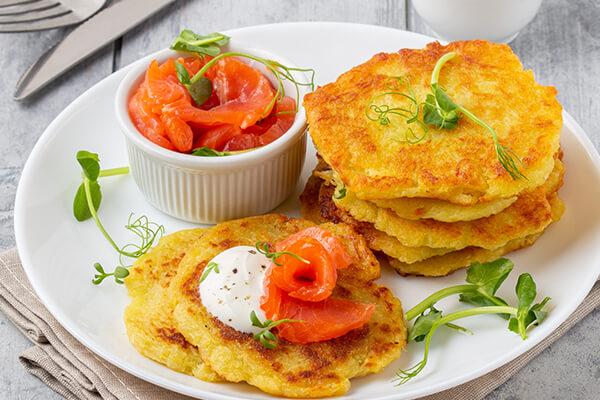 Fränkische Kartoffelpuffer mit Lachs