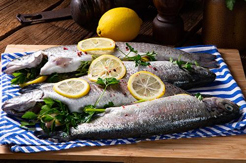 Fisch gefüllt mit Bärlauch
