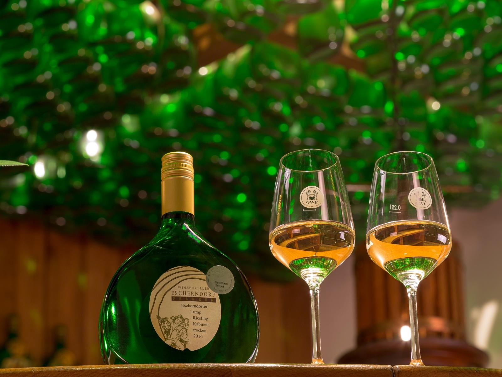 Weinprobe in der Bocksbeutelbar des Winzerkellers Escherndorf
