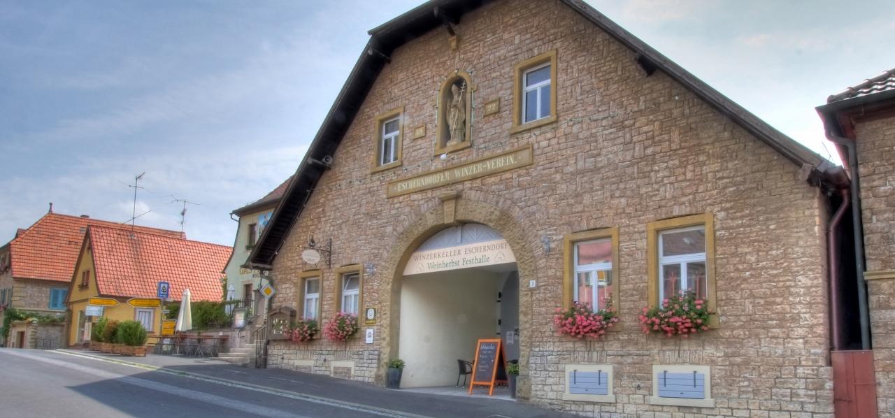 Außenansicht auf das historischen Gebäude des Winzerkellers Escherndorf