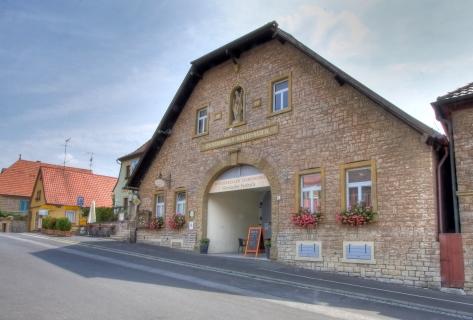 Blick auf den Winzerkeller Escherndorf